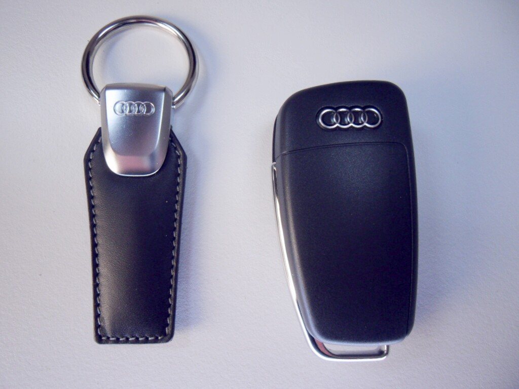 original audi usb stick 4gb speicher schwarz schl ssel. Black Bedroom Furniture Sets. Home Design Ideas